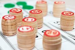 Cartões do Lotto e lotto-barris pequenos com figuras Imagem de Stock Royalty Free