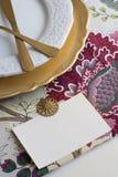 Cartões do lugar da ação de graças com tipo, na toalha de mesa com Fotografia de Stock