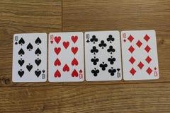 Cartões do pôquer em um backround de madeira, no grupo de dez dos clubes, nos diamantes, nas pás, e nos corações Foto de Stock Royalty Free