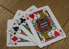 Cartões do pôquer em um backround de madeira, no grupo de jaques dos clubes, nos diamantes, nas pás, e nos corações Imagens de Stock Royalty Free