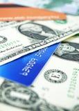 Cartões e dólares de crédito Fotos de Stock