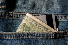 Cartões e dólares de crédito no dinheiro imagem de stock