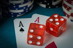 Cartões e dados de jogo Foto de Stock Royalty Free