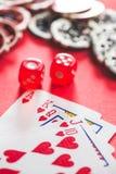 Cartões e dados do pôquer imagem de stock royalty free
