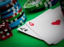 Cartões e microplaquetas de póquer Imagem de Stock Royalty Free