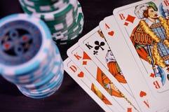 Cartões e microplaquetas de póquer Imagem de Stock