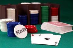 Cartões e pilha de microplaquetas do póquer Imagem de Stock Royalty Free