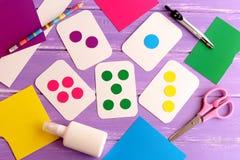 Cartões flash para a criança, criança em idade pré-escolar Como ensinar a criança ler cores Como ensinar uma criança contar Fotografia de Stock