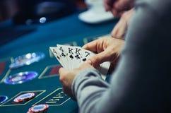 Cartões na mão do jogador Fotos de Stock