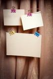 Cartões no clothespin Imagens de Stock