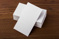 Cartões vazios no fundo de madeira Fotografia de Stock Royalty Free