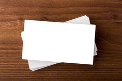 Cartões vazios no fundo de madeira Imagem de Stock