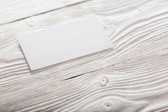 Cartões vazios no fundo de madeira Lugar para a identificação Imagens de Stock