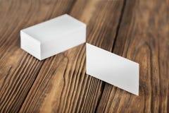 Cartões vazios no fundo de madeira Lugar para a identificação Fotos de Stock Royalty Free