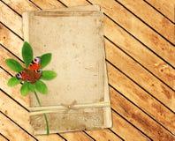Cartões velhos em pranchas de madeira Fotografia de Stock
