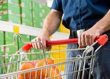 cart покупка человека Стоковая Фотография