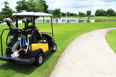 cart golfgreen Royaltyfri Foto