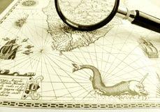 Carta antigua del mar, lupa Fotografía de archivo