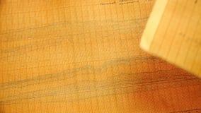 Carta arancio di scala-coordinata con un profilo tirato archivi video