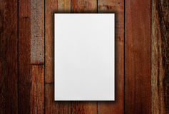 Carta in bianco bianca sulla tavola fotografie stock libere da diritti
