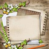 Carta in bianco con il ramo sbocciante della ciliegia, farfalla, matita sopra Fotografia Stock
