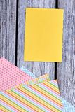 Carta in bianco e strati di carta modellati Fotografie Stock