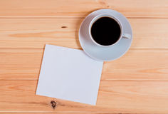 Carta in bianco e tazza di caffè Fotografie Stock
