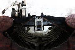 Carta in bianco nella vecchia macchina della macchina da scrivere nello stile di lerciume Fotografia Stock Libera da Diritti