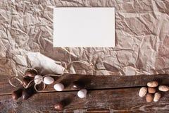 Carta in bianco su pergamena con la disposizione del piano dei dolci fotografia stock