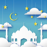 Carta blu di Ramadan Kareem Greeting Moschea araba della finestra, nuvole, stelle d'oro stile del taglio della carta Modello di a Immagini Stock