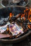Carta bruciante fotografia stock