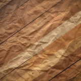Carta d'annata di lerciume su fondo di legno Illustrazione di Stock
