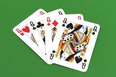 Carta da gioco sulla tavola verde fotografia stock