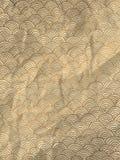 Carta da imballaggio dell'oro con le onde disegnate a mano geometriche Fotografia Stock Libera da Diritti