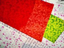 carta da imballaggio rossa, verde e colorata di struttura fotografie stock