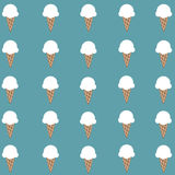 Carta da parati bianca sveglia del cono gelato Fotografia Stock Libera da Diritti