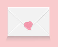 Carta de amor con la etiqueta engomada del corazón Fotografía de archivo