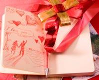 Carta de amor de la tarjeta del día de San Valentín en moleskine Imagen de archivo