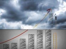 Carta de crecimiento del dibujo de la escalera del hombre de negocios que sube en la nube Foto de archivo libre de regalías