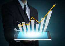 Carta de crescimento na tecnologia da tabuleta Fotografia de Stock