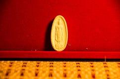 Carta de la pornografía de Kanchanaburi Buda Tailandia El Buda sus hojas informativa regulares su majestad el rey Created Imagenes de archivo