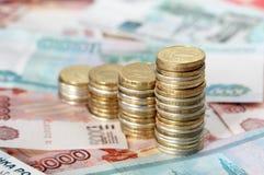 A carta de negócio é feita das moedas Fotografia de Stock Royalty Free