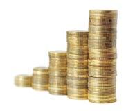 A carta de negócio é feita das moedas douradas Imagens de Stock Royalty Free