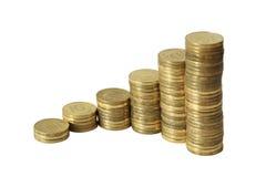 A carta de negócio é feita das moedas douradas Fotografia de Stock Royalty Free