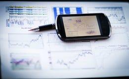 Carta de negócio com telefone e a pena espertos Foto de Stock