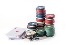 Carta del gioco con i chip di poker Fotografia Stock Libera da Diritti