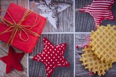 Carta del nuovo anno o di Natale con le cialde e un regalo Immagini Stock Libere da Diritti