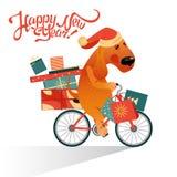 Carta del ` s del nuovo anno con il cane divertente su una bicicletta con regali Immagini Stock