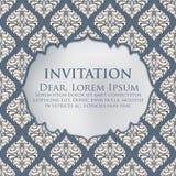 Carta dell'invito e di annuncio di nozze con il materiale illustrativo d'annata del fondo Fondo decorato elegante del damasco illustrazione vettoriale