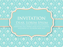 Carta dell'invito e di annuncio di nozze con il materiale illustrativo d'annata del fondo Fondo decorato elegante del damasco royalty illustrazione gratis